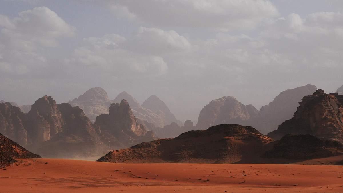 Вчені розгледіли на Марсі гриби і представили фотодокази