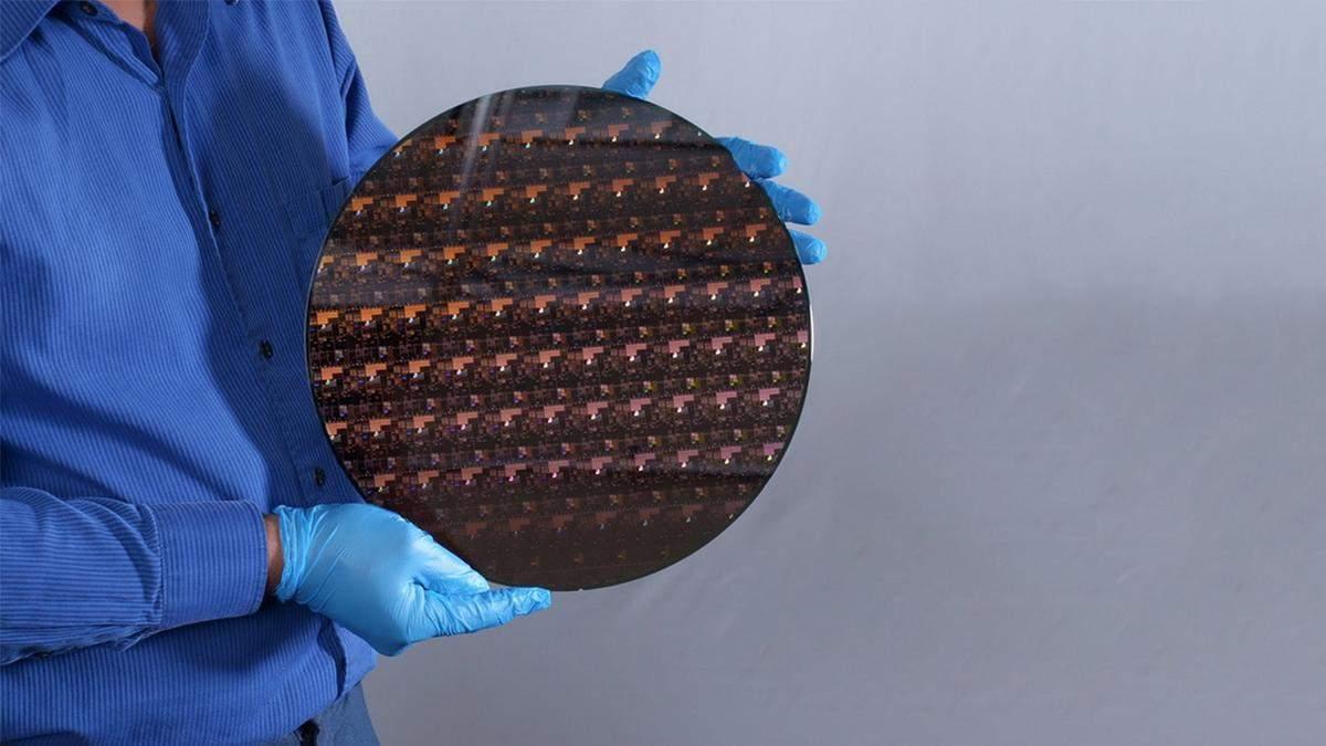 З новим 2-нм чипом IBM обіцяє 4 доби життя смартфона