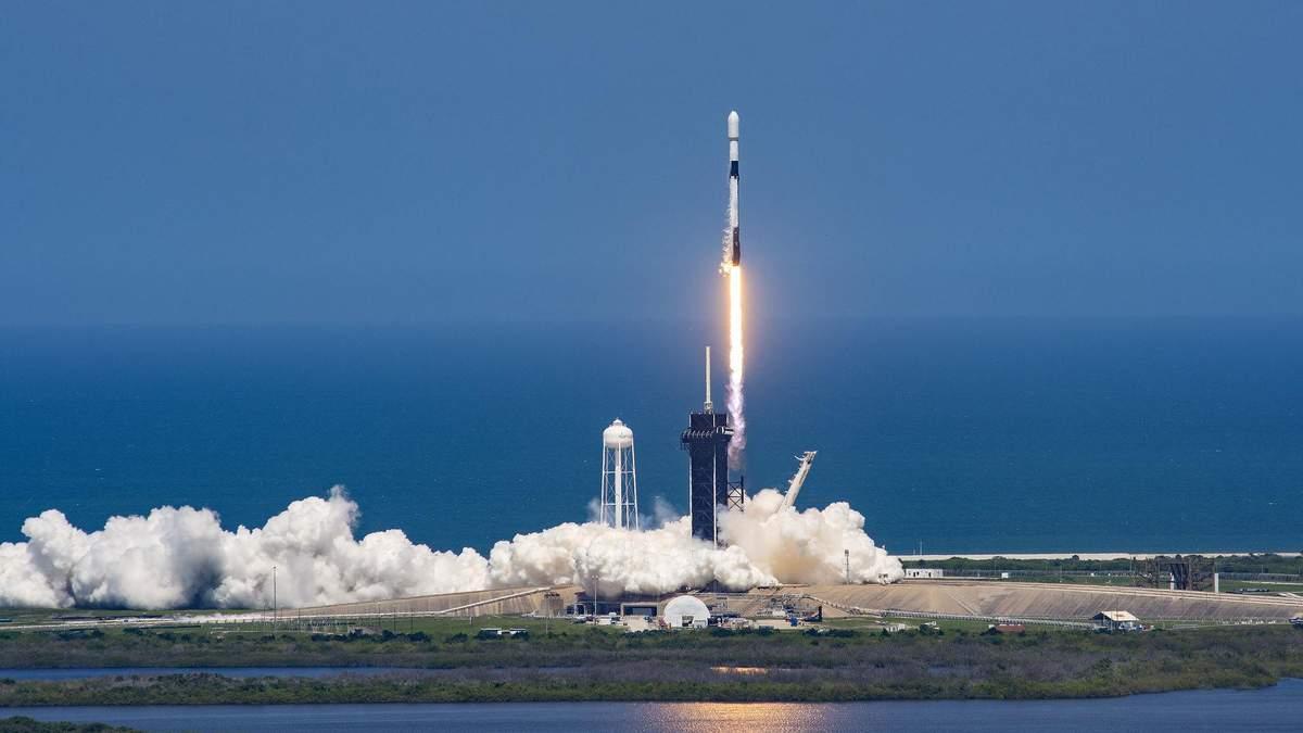 Рекорд SpaceX: ступінь приземлилася десятий раз