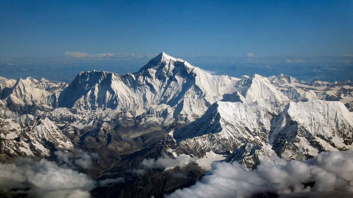 Дванадцять найвищих гір Сонячної системи