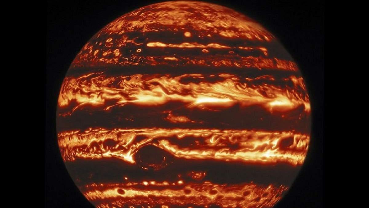 Фото атмосфери Юпітера у різних світлових діапазонах