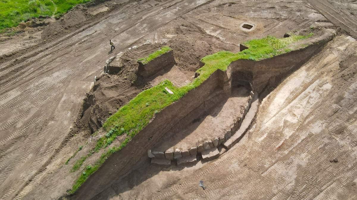 Старше, чем Стоунхендж: на раскопках кургана украинские археологи нашли древний кромлех