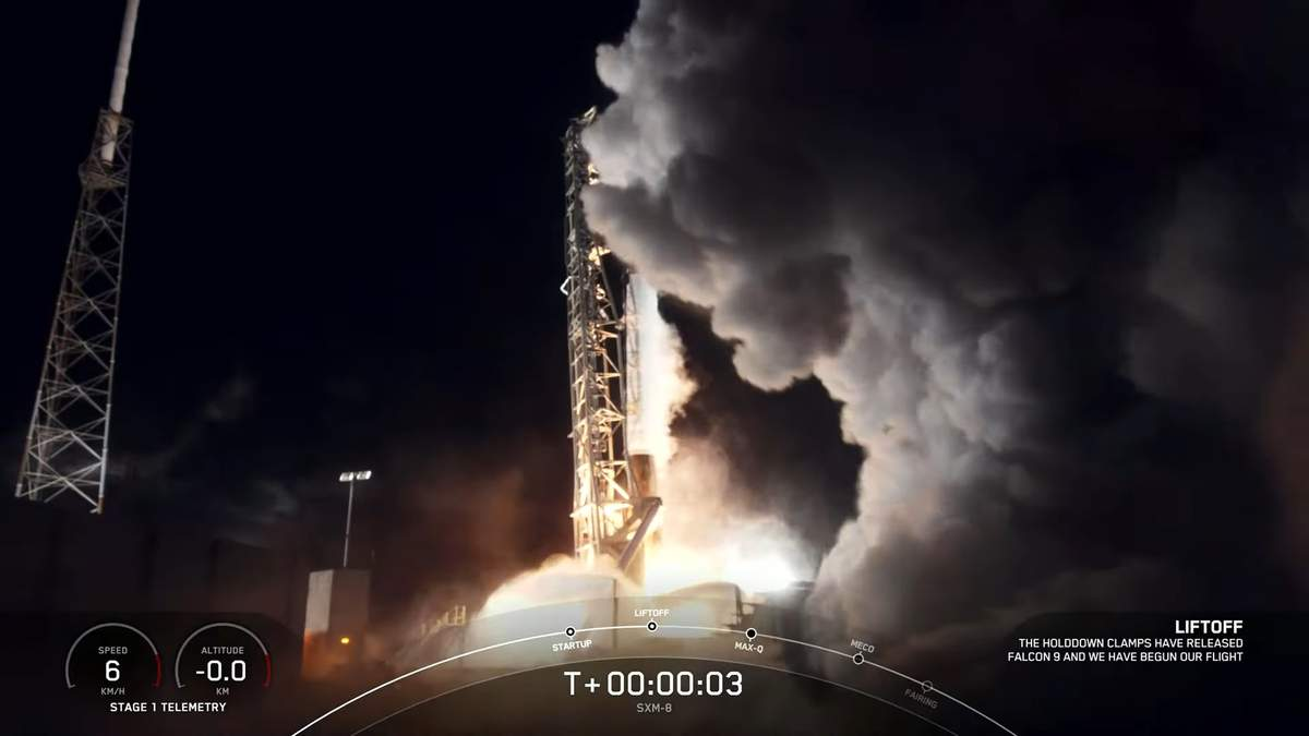 SpaceX вывела на орбиту спутник SXM-8 и осуществила рекордную успешную посадку первой ступени
