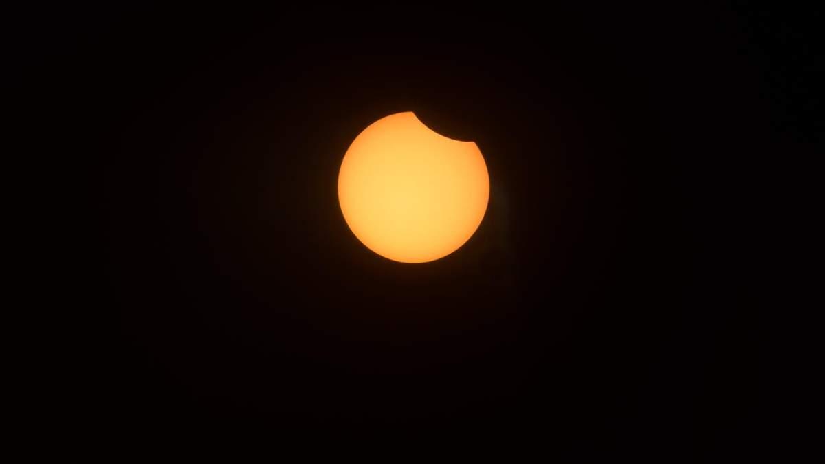 Підбірка фото сонячного затемнення 2021