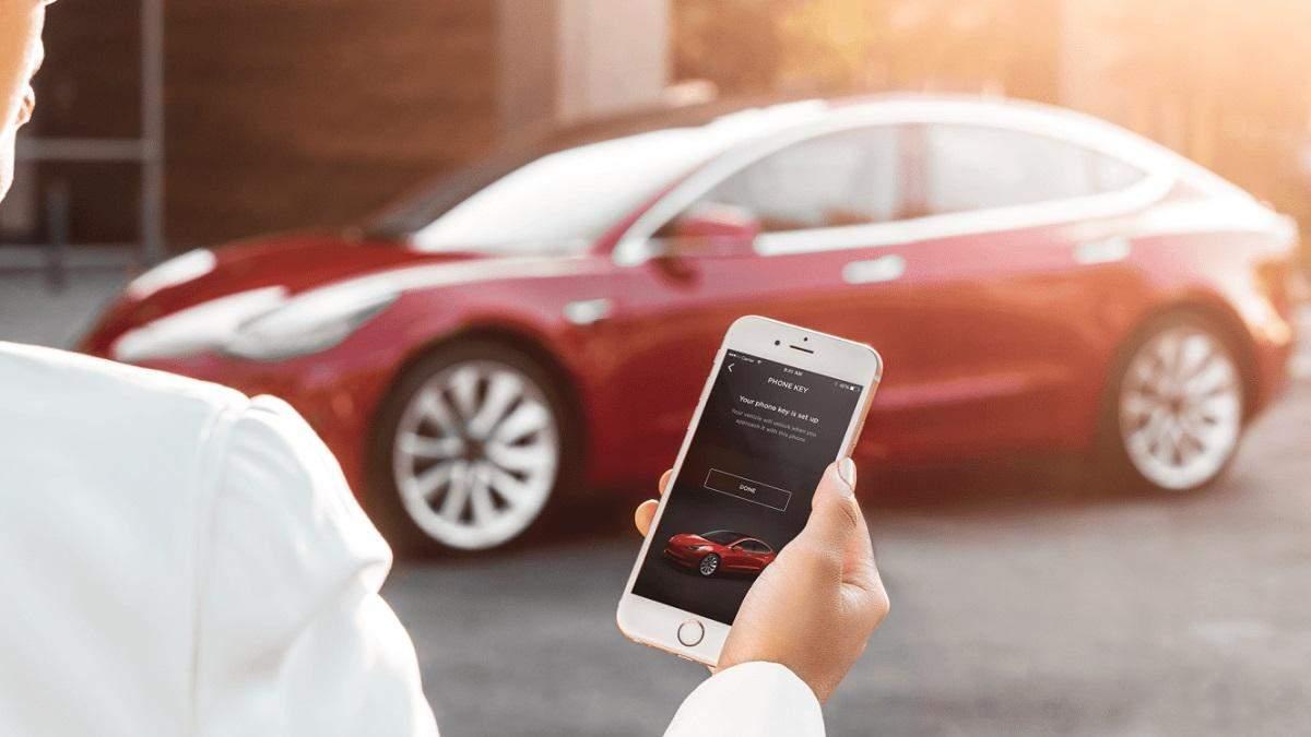 Tesla слідкуватиме за стилем водіння і визначатиме вартість страховки