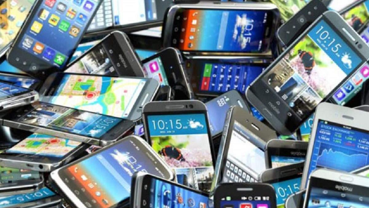 Чому деякі люди користуються старими смартфонами у 2021 році