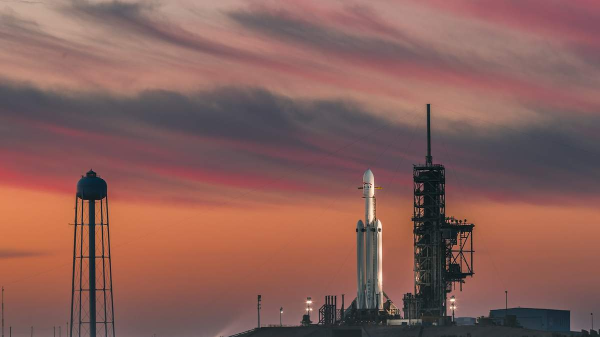 Ілон Маск показав величезну ракету Super Heavy з увімкненими двигунами