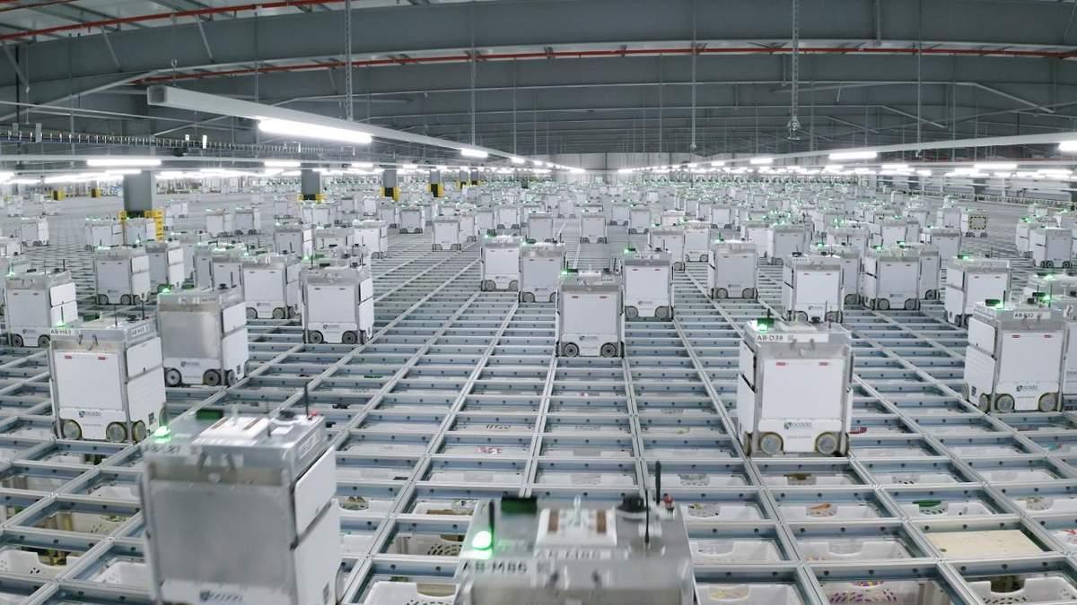 Роботи-вантажники влаштували пожежу на складі онлайн-магазину