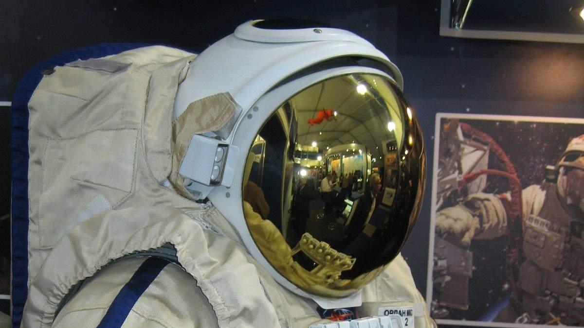 Російські космонавти на МКС можуть залишитися без скафандрів