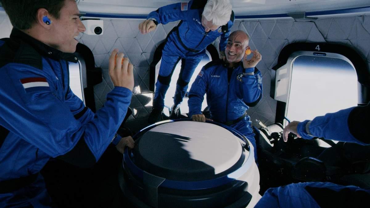 Бренсон і Безос заклали початок епохи космічного туризму