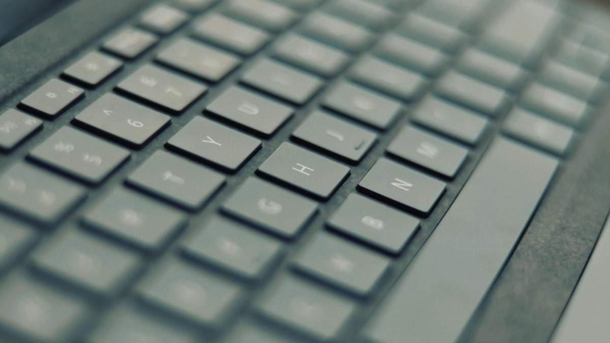 Історія QWERTY та перший ноутбук з українською розкладкою