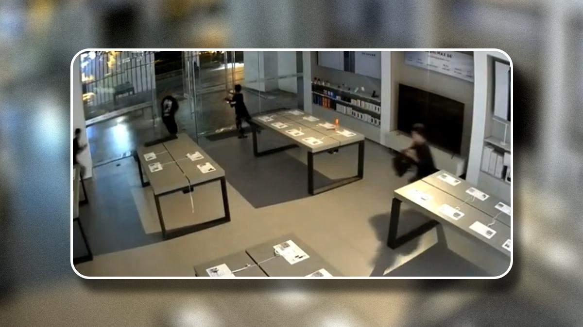 Шестеро подростков ограбили магазин Xiaomi за 30 секунд
