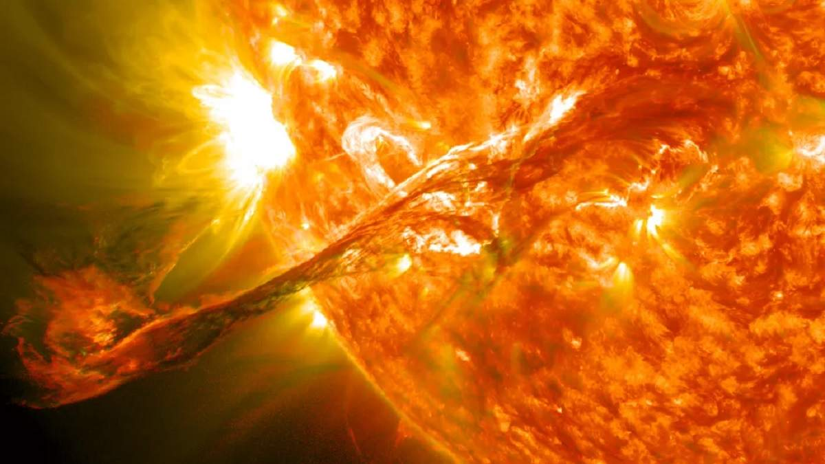 Интернет апокалипсис: очередной солнечный шторм может оставить миллионы людей без интернета