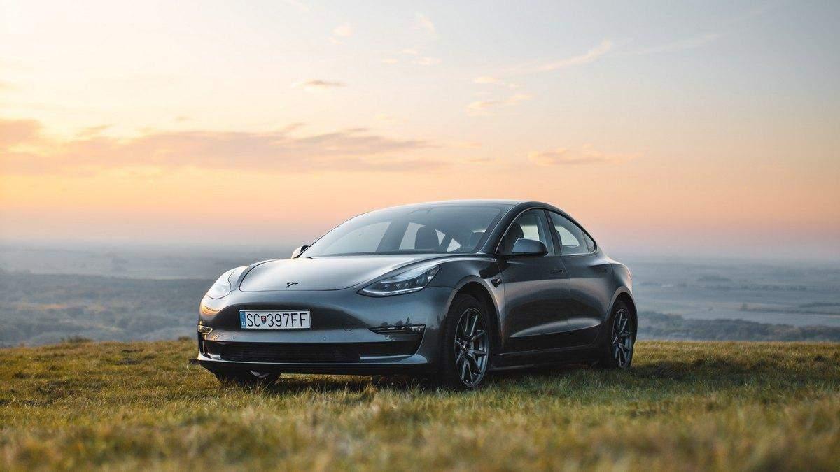 Tesla Model 3 на автопілоті потрапила в аварію: двоє пасажирів згоріли - Новини технологій - Техно