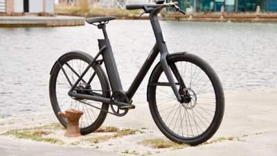 Cowboy представила два електричних велосипеда з бездротовою зарядкою для смартфонів