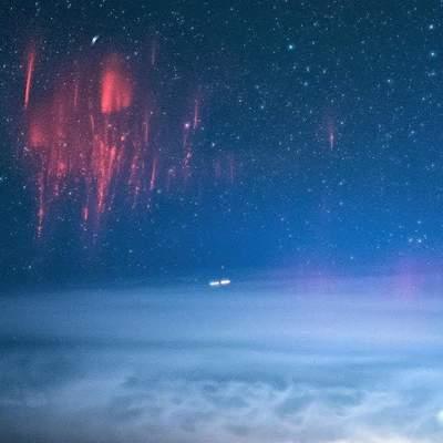 Над гавайських небом зафіксували на фото дві рідкісні блискавки
