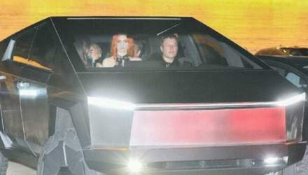 Фото дня: Ілон Маск проїхався на Cybertruck вулицями Лос-Анджелеса
