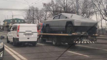 """На вулиці у Києві побачили """"Tesla Cybertruck"""""""
