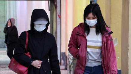Японський магазин використовує робота, щоб перевірити, чи носять люди маски