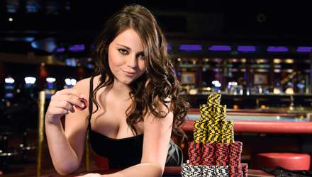 Шарлотта ван Брабандер – гаряча красуня, яка знищить вас і в покері, і в матчі з Counter-Strike