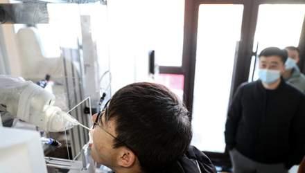 В Китае роботов научили брать анализы на COVID-19: красноречивые фото