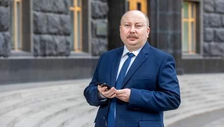 Про зарплати дежслужбовців та стосунки зі Шмигалем: відверте інтерв'ю з міністром Немчіновим