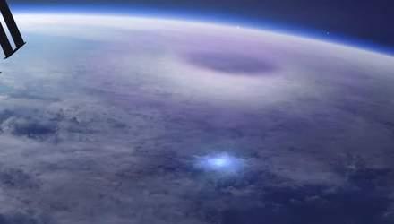 МКС зафиксировала молнии над Землей: впечатляющее видео