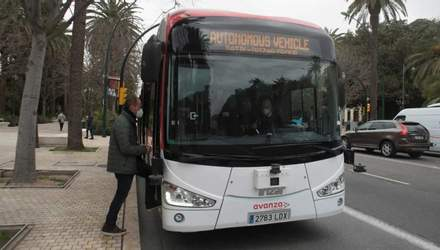 Электрический автобус без водителя теперь курсирует по улицам испанской Малаги