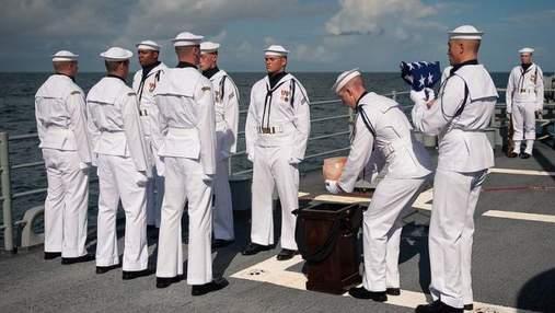 Нила Армстронга похоронили в океане