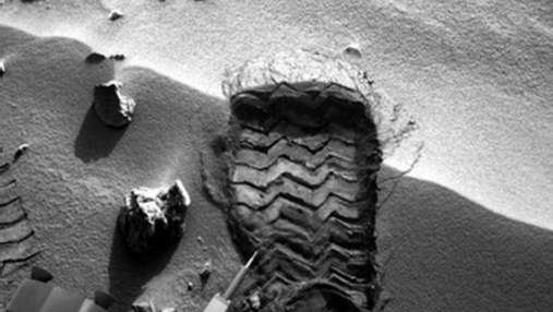 Марсоход Curiosity теряет детали