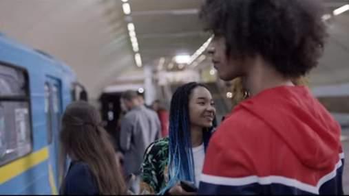 Motorola снимала новое промо в метро и аэропорту Киева: получилось яркое видео