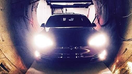 """Ілон Маск """"загнав"""" новеньку Tesla у підземний тунель: фото"""