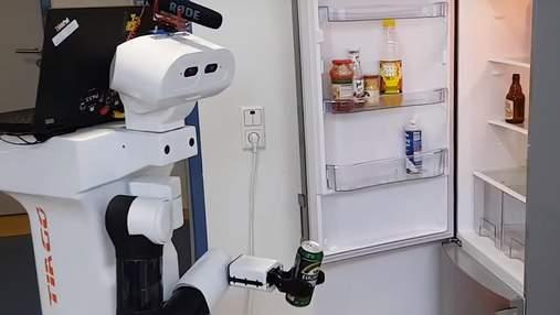 В Германии представили робота, который приносит пиво из холодильника: видео