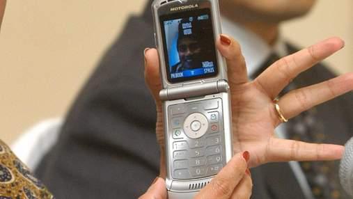 Motorola готується перевипустити популярний телефон: фото