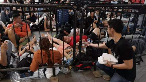 """Это вам понадобится: Huawei """"подколола"""" фанатов Apple, ночевавших в очереди за новыми iPhone"""