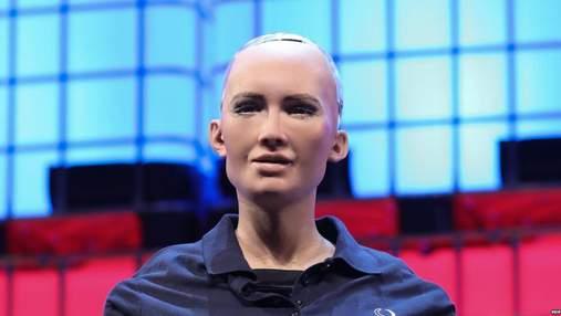Робот София приехала в Киев: фото