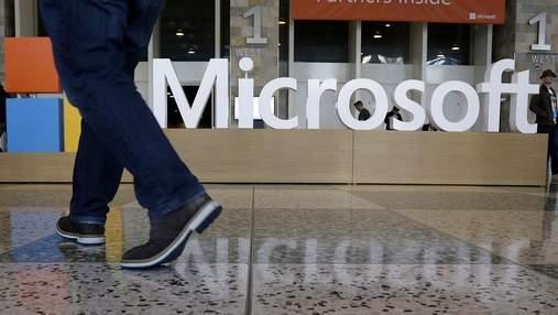 """В мережі """"засвітився"""" неанонсований кнопковий смартфон від Microsoft"""