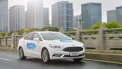 """Qualcomm продемонструвала технологію для """"спілкування"""" між автомобілями: деталі"""