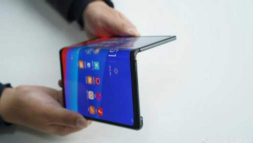 Oppo показала свой гибкий смартфон Mate X