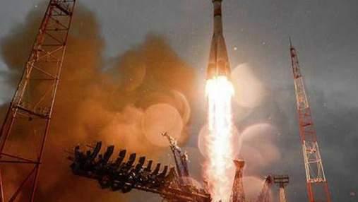 """Неприятность с ракетой """"Союз"""": на старте в нее попала молния"""