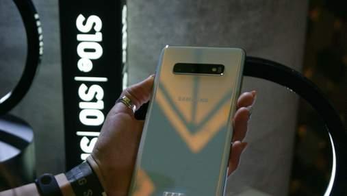 Смартфон Samsung Galaxy S10 загорелся во время зарядки