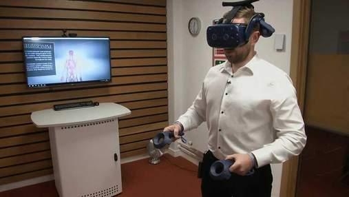 Преподаватели анатомии используют VR-очки на занятиях: впечатляющее видео