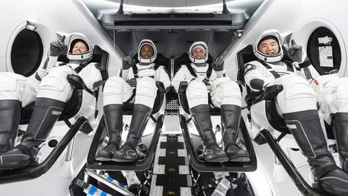 Crew Dragon успішно пристикувався до МКС: відео