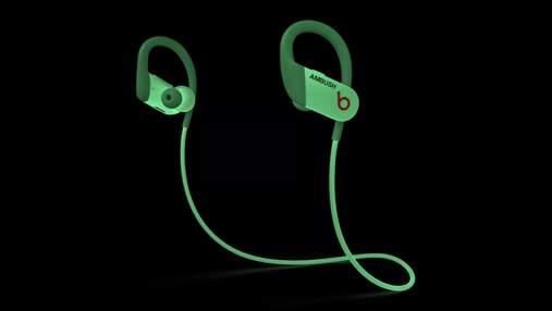 Беспроводные наушники Beats Powerbeats светятся в темноте