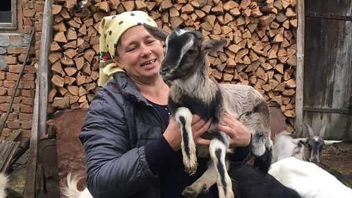 Люба і її кози: на Тернопільщині жінка знімає влоги про сільське життя