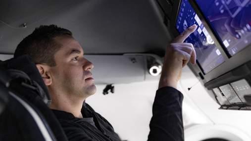 SpaceX впервые запустит на орбиту экипаж из обычных людей