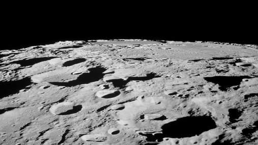 """Китайський місячний апарат Yutu-2 виявив """"верстовий стовп"""" на зворотному боці Місяця"""