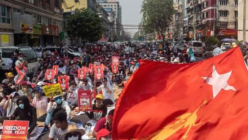 Facebook видалив сторінку військових з М'янми після розстрілу протестувальників