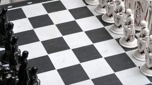 """""""Білі проти чорних"""": алгоритм YouTube заблокував канал про шахи за расизм"""