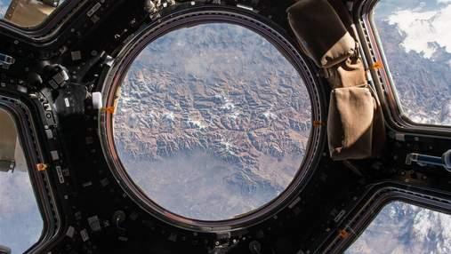 Космонавтам понадобится несколько дней, чтобы полностью заделать трещины в российском модуле МКС